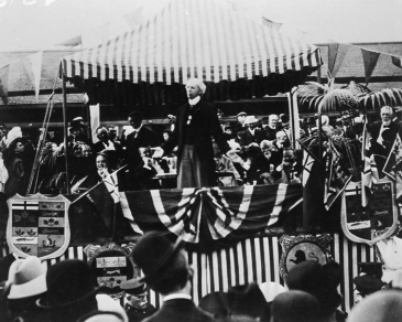 Laurier campaigning in Berlin, Ontario in 1908.